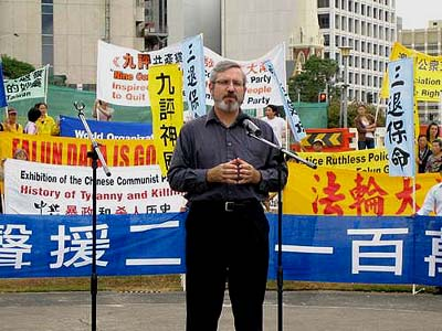 Andrew Bartlett speaks at a rally in Brisbane