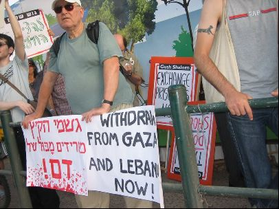 Israeli citisens protest the invasion of Lebanon and Palistine